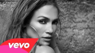 Y lo bien que se rodea siempre Jennifer López en sus videoclip ¿Qué?