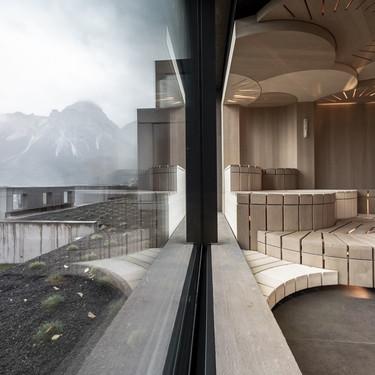 Teatral y singular así es este sorprendente spa en Los Alpes que rompe las reglas convencionales de estos espacios