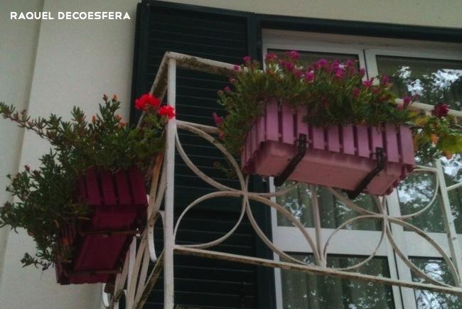 Hemos visto jardineras de colores en un balc n - Jardineras de colores ...