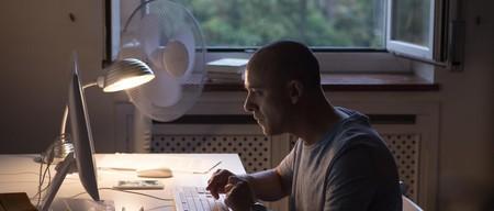 'El autor', un absorbente laberinto narrativo en el que merece la pena perderse