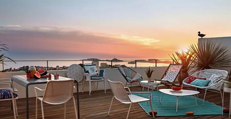 Las alfombras de exterior de Maisons du Monde le darán elegancia y colorido a tus terrazas y balcones en esta temporada de verano