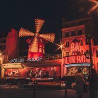 Cine en la azotea del Moulin Rouge: el plan con el que nos han entrado aún más ganas de volver a París
