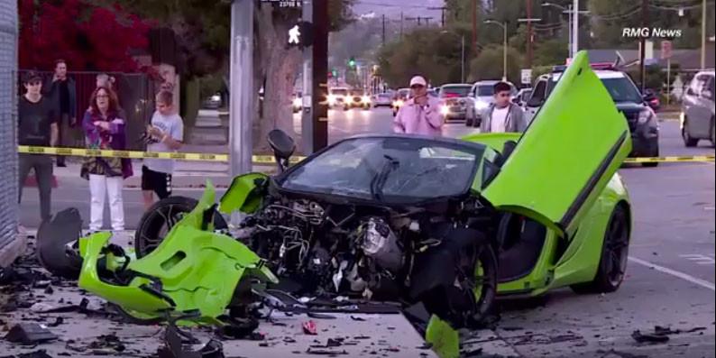 McLaren 650S Spider green whilecorrías through the streets of Los Angeles