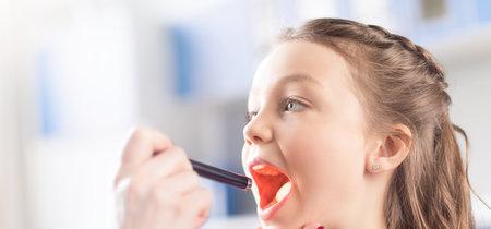 Amigdalitis vírica y bacteriana: cuáles son los síntomas y cómo se tratan las placas en la garganta