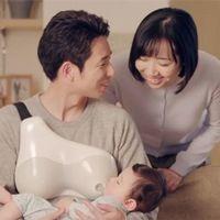 """Los japoneses lo han inventado: crean un pecho artificial para que los papás puedan """"amamantar"""" al bebé"""