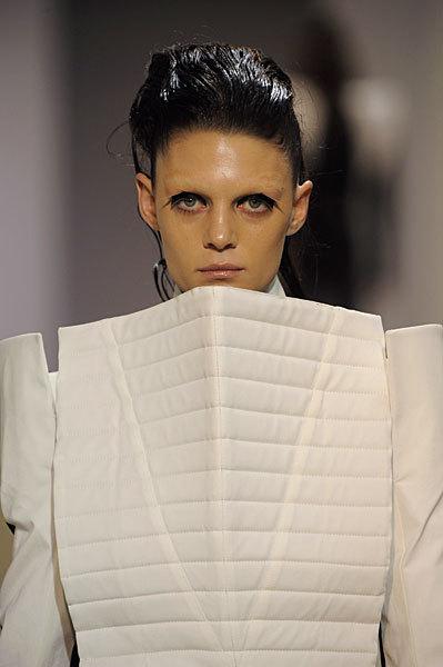 Foto de Gareth Pugh en la Semana de la Moda de París Primavera-Verano 2009 (11/28)