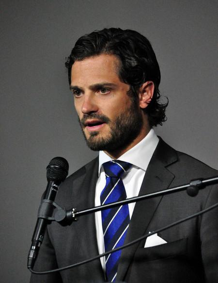 Carlos Felipe traje gris