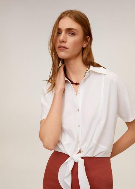 11 camisas con nudo que marcan la forma de tu cintura y dan