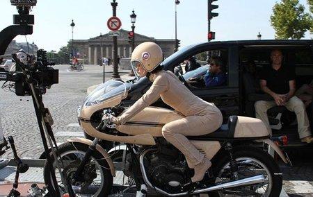 Keira Knightley conduce una Ducati para Chanel