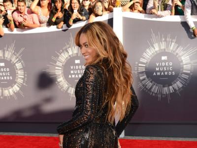 Los 13 looks de las celebrities que nos robaron las curvas