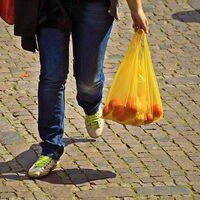 Hay que reutilizar 20.000 veces una bolsa de algodón orgánico para que su impacto medioambiental sea menor que una de plástico