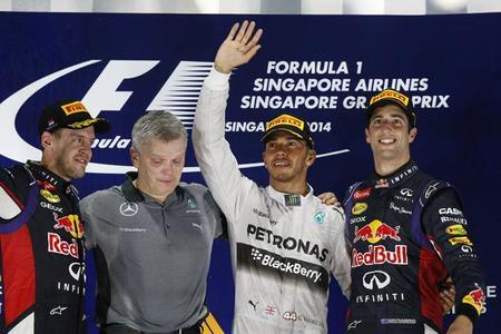 Lewis Hamilton vence en Singapur y da la vuelta al Mundial
