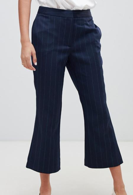Pantalones Capri acampanados con raya diplomática de Millie Mackintosh (parte de un conjunto)