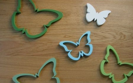 Una buena idea: decorar la pared con mariposas