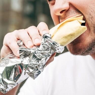 Cómo utilizar el papel aluminio correctamente en tu cocina y por qué este no es recomendable para envolver la comida