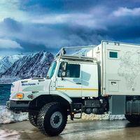 Este camión camper es el summum de las autocaravanas, y te garantiza unas vacaciones tan lujosas como extremas