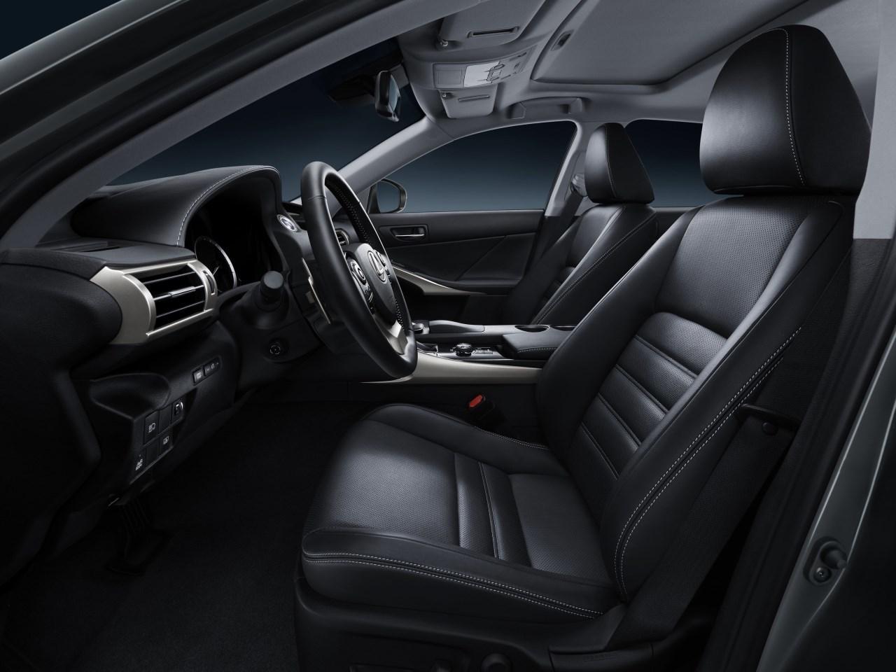 Foto de Lexus IS 300h (52/53)