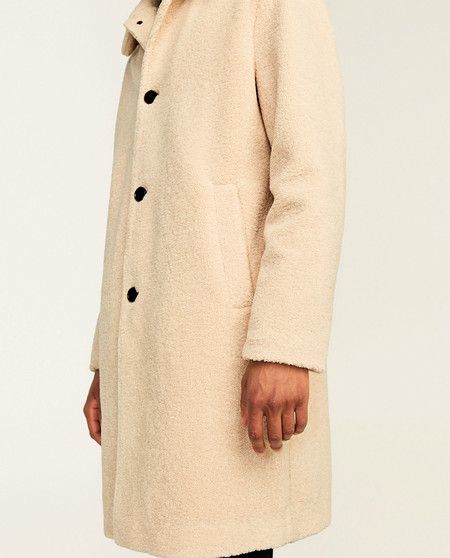 17 abrigos de Zara que tienes que meter en tu armario ya