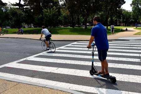 Ed Patinete Bicicleta Paso Peatones