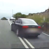 La policía británica está pidiendo vídeos grabados por moteros desde su casco para multar a otros conductores