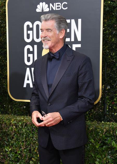 Pierce Brosnan es elegancia pura en la alfombra roja de los Golden Globes