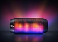 Llévate la discoteca a casa con este altavoz Bluetooth de JBL