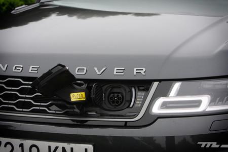 Range Rover Sport PHEV toma carga