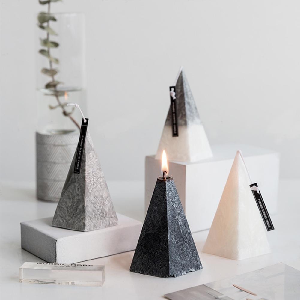 Velas piramidales con efecto mármol