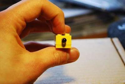 Hazte tu propio disparador remoto de LEGO para tu Nikon