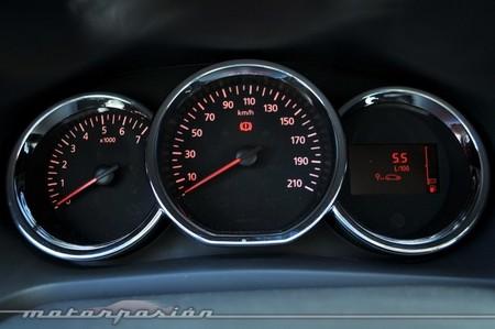 Detalle panel instrumentos Dacia Sandero