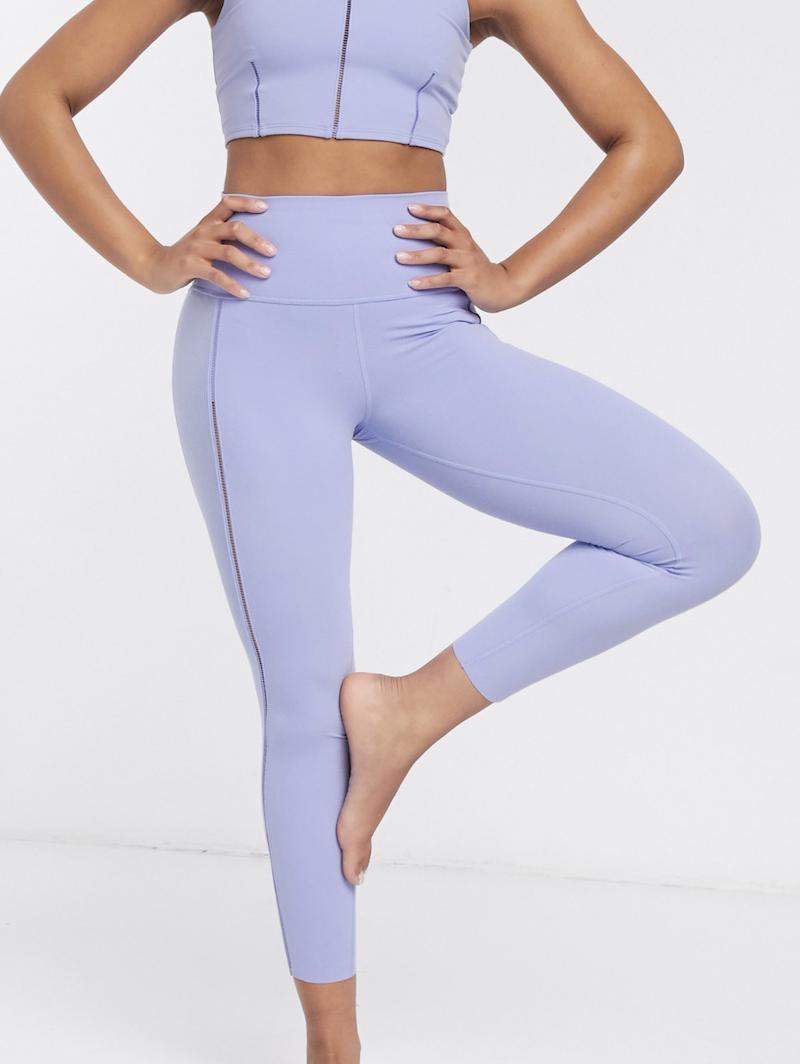 Leggings violetas con detalle de costuras Yoga luxe de Nike