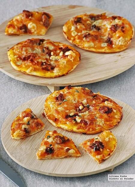 mini pizzas de calabaza, queso azul y sobrasada
