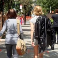 La moda a sus espaldas... ¿qué celebrity luce así por Manhattan?