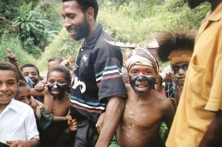 1024px-children-in-papua-new-guinea.jpg