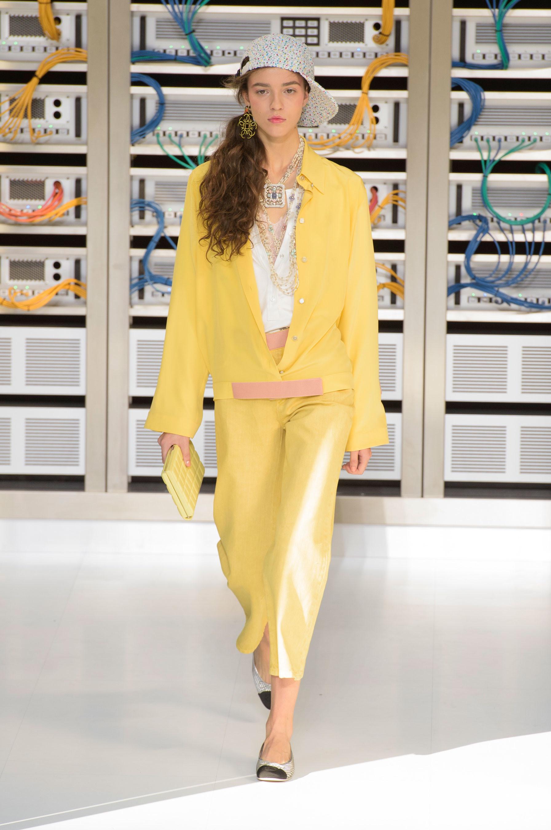 Foto de El regreso al futuro de Chanel en su colección Primavera-Verano 2017 (38/96)