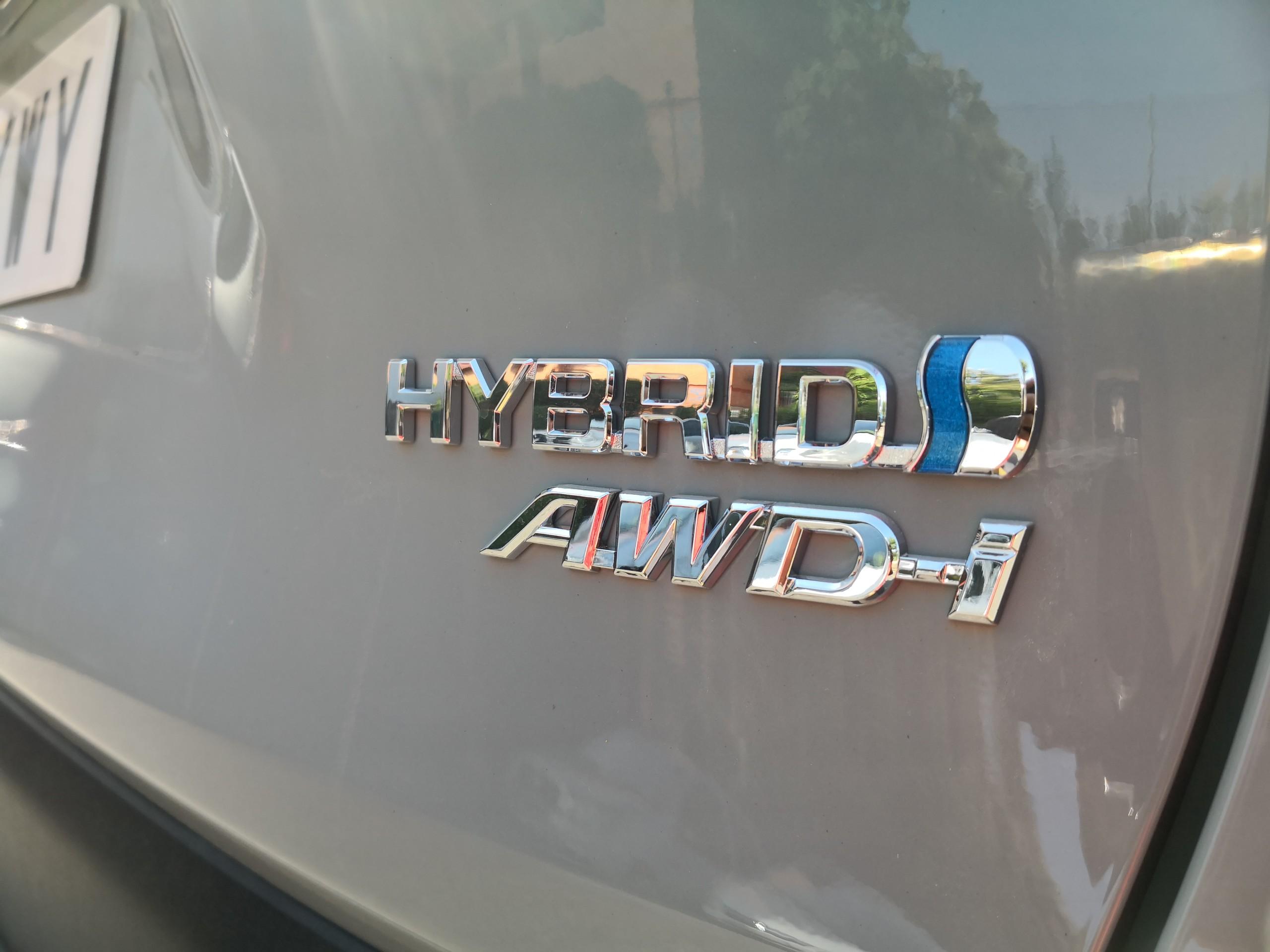 Foto de Toyota RAV4 AWD-i - Fotos exteriores (16/17)