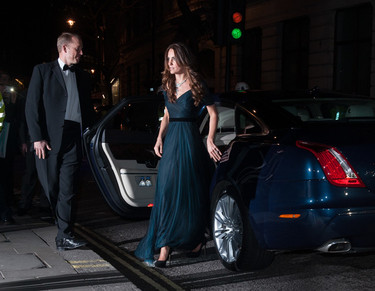 Kate Middleton versus Elizabeth Hurley, la National Portrait Gallery se rinde ante ellas