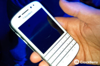 Un BlackBerry Q10 blanco pillado in fraganti