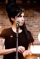 Amy Winehouse hospitalizada