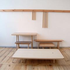 Foto 3 de 7 de la galería mesas-y-taburetes-que-se-guardan-colgados-en-la-pared en Decoesfera