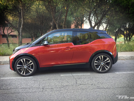 BMW i3s lateral