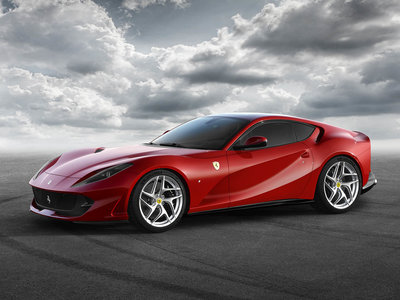 Su nombre lo dice todo: Ferrari 812 Superfast (800 CV, V12 y 340 km/h, por si no quedaba claro)