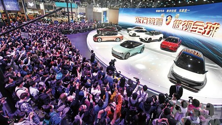 El colapso del gigante chino Evergrande trunca su ambicioso plan con los coches eléctricos mientras se teme un efecto dominó