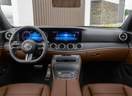 Mercedes Benz E Class 2021 1600 24