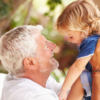 Los beneficios de los viajes de los niños con sus abuelos: por qué son inolvidables