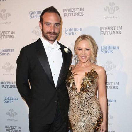 Mientras Kylie Minogue se nos compromete, Jaimie Alexander y Peter Facinelli se dicen adiós