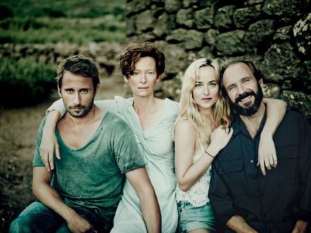 Tilda Swinton, Ralph Fiennes, Dakota Johnson y Matthias Schoenaerts nos deslumbran en Cegados por el sol.