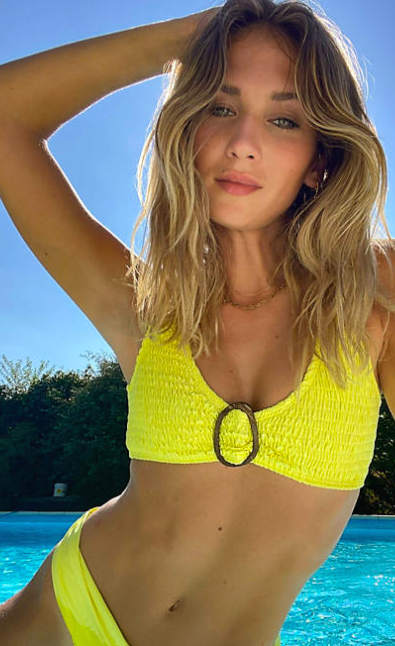 Bikini de efecto arrugado en amarillo deMissguided