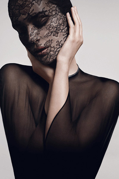 """Soin Noir Masque Dentelle de Givenchy, una manera """"burlesque"""" de poder usar mascarillas"""