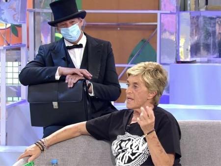 El cobrador del frac juega al pilla pilla con Chelo García Cortés por hacer un 'simpa' que ella niega